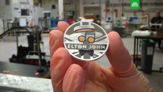Вчесть Элтона Джона выпустили монету в85тысяч долларов.Великобритания, Джон Элтон, банкноты и монеты, знаменитости.НТВ.Ru: новости, видео, программы телеканала НТВ