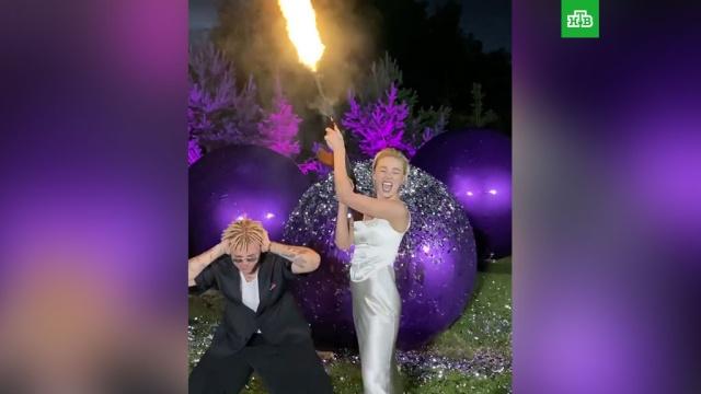 Ивлеева иЭлджей отметили годовщину свадьбы стрельбой из автомата.артисты, браки и разводы, знаменитости, скандалы, шоу-бизнес.НТВ.Ru: новости, видео, программы телеканала НТВ