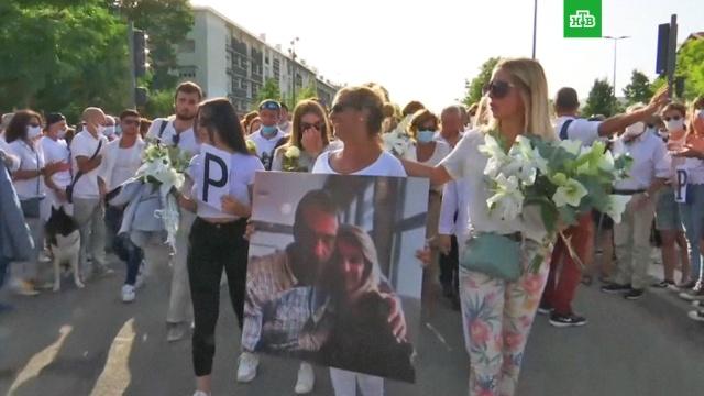 Тысячи французов почтили память водителя, убитого хулиганами за просьбу надеть маски.убийства и покушения, Франция.НТВ.Ru: новости, видео, программы телеканала НТВ