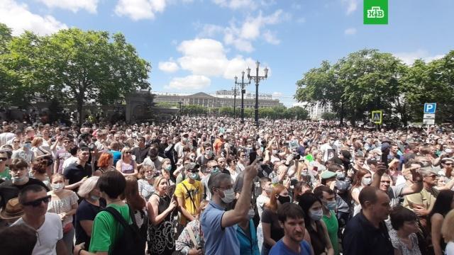 Жители Хабаровска устроили несанкционированный митинг вподдержку Фургала.Хабаровский край, аресты, губернаторы, митинги и протесты, убийства и покушения.НТВ.Ru: новости, видео, программы телеканала НТВ