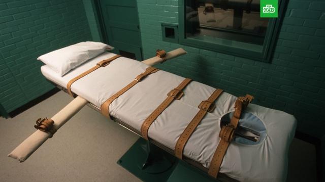 В США впервые за 17 лет провели федеральную казнь.В США впервые за 17 лет казнили заключенного, осужденного на федеральном уровне. Все эти годы в стране действовал неофициальный мораторий на исполнение федеральной казни из-за того, что не были согласованы правила введения смертельных инъекций. .США, казни, смертная казнь.НТВ.Ru: новости, видео, программы телеканала НТВ