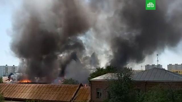 Троллейбусный парк горит вАстрахани.Астрахань, МЧС, автобусы, пожары, троллейбусы.НТВ.Ru: новости, видео, программы телеканала НТВ