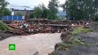 Город «поплыл»: видео из затопленного райцентра