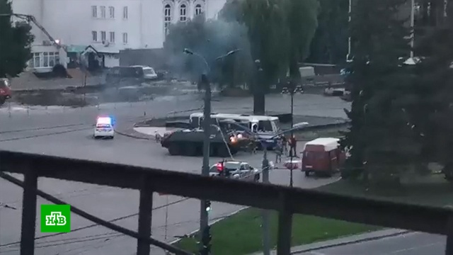 Террорист вЛуцке был вооружен автоматом, пистолетом игранатой.Украина, задержание, заложники, терроризм.НТВ.Ru: новости, видео, программы телеканала НТВ