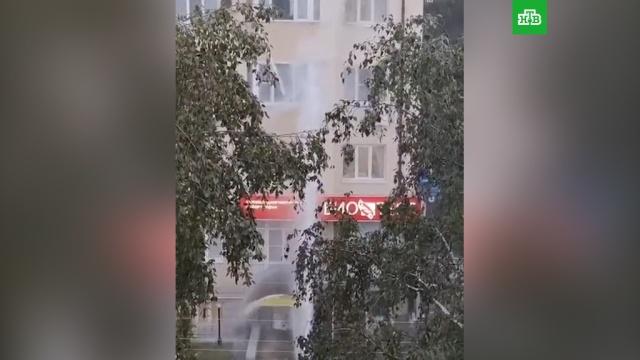 Фонтан из водопровода залил 4этажа жилого дома.Пятигорск, аварии в ЖКХ, водоснабжение.НТВ.Ru: новости, видео, программы телеканала НТВ
