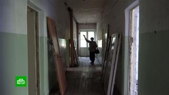 В проданном вместе с жильцами доме в Красноярске разобрали пол и крышу
