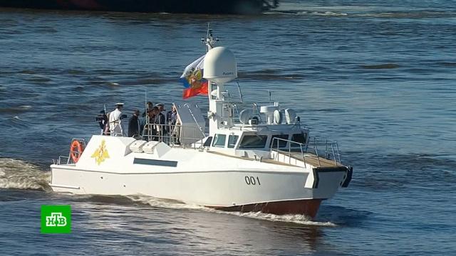 Путин обошел на катере боевые корабли вакватории Финского залива.Путин, армия и флот РФ, парады, торжества и праздники.НТВ.Ru: новости, видео, программы телеканала НТВ