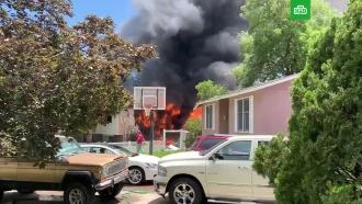 Самолет упал на жилой дом вСША: среди погибших— ребенок