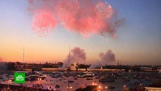 Празднование Дня ВМФ завершилось праздничным салютом