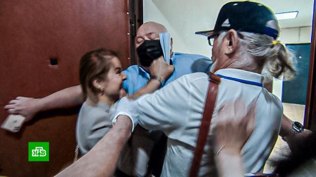 Владеющий элитным жильем адвокат выгнал отца и мать из московской квартиры.жилье, скандалы.НТВ.Ru: новости, видео, программы телеканала НТВ