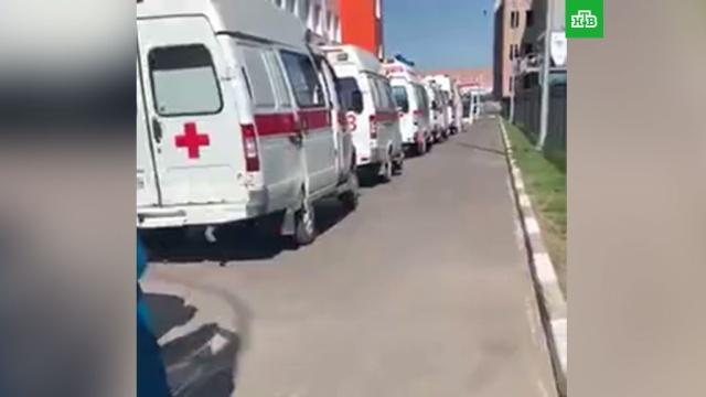 Скопление скорых у омских больниц объяснили в региональном Минздраве.здравоохранение, Омская область, больницы, медицина, здоровье, болезни, эпидемия, коронавирус.НТВ.Ru: новости, видео, программы телеканала НТВ