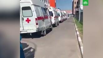 Скопление скорых у омских больниц объяснили в региональном Минздраве