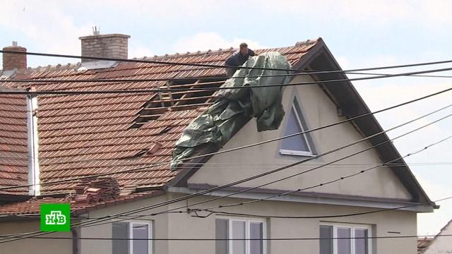 Ураган в Чехии сносил крыши и вырывал с корнем деревья.Чехия, стихийные бедствия, штормы и ураганы.НТВ.Ru: новости, видео, программы телеканала НТВ