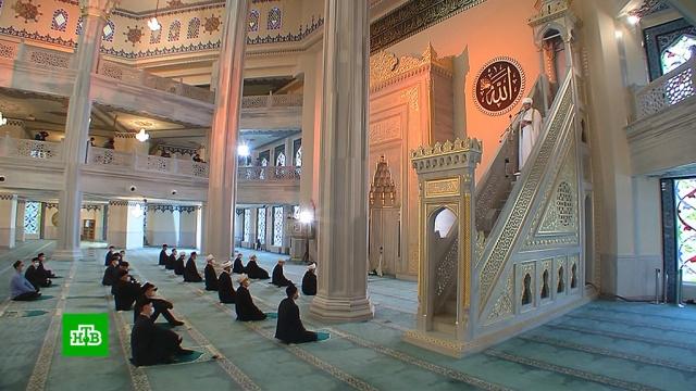 Мусульмане празднуют Курбан-байрам вусловиях коронавирусных ограничений.ислам, коронавирус, религия, торжества и праздники, эпидемия.НТВ.Ru: новости, видео, программы телеканала НТВ