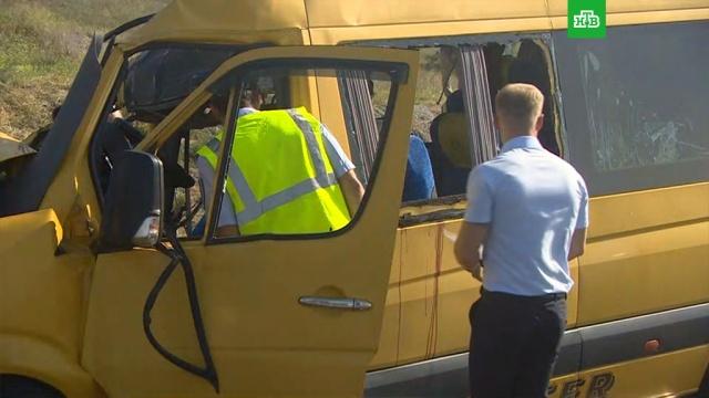 ДТП с 9 погибшими в Крыму: влетевший в грузовик микроавтобус был арендован.ДТП, Крым, автобусы.НТВ.Ru: новости, видео, программы телеканала НТВ