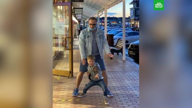 Уличные танцы Преснякова ссыном покорили фанатов.Пресняковы, артисты, дети и подростки, знаменитости, музыка и музыканты, семья, шоу-бизнес.НТВ.Ru: новости, видео, программы телеканала НТВ