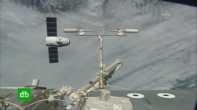 Американский космический корабль Crew Dragon с астронавтами летит к Земле.Илон Маск, МКС, космонавтика, космос, наука и открытия.НТВ.Ru: новости, видео, программы телеканала НТВ