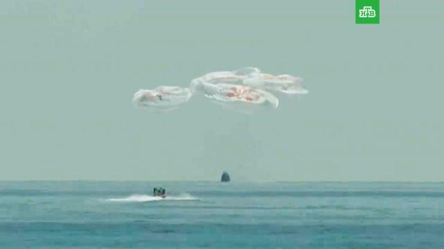 Crew Dragon сдвумя астронавтами приводнился вМексиканском заливе.МКС, космонавтика, космос.НТВ.Ru: новости, видео, программы телеканала НТВ