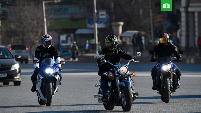 На автомобили и мотоциклы разрешили вешать номера нового формата.С 4 августа в России на автомобили и мотоциклы можно устанавливать номера нового формата. В силу вступает соответствующий ГОСТ.автомобили, законодательство, мотоциклы и мопеды.НТВ.Ru: новости, видео, программы телеканала НТВ