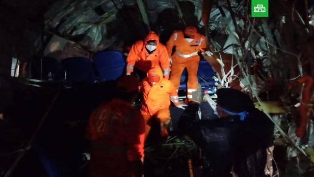 Число жертв авиакатастрофы в Индии возросло до 17.При жесткой посадке Boeing-737 авиакомпании Air India погибли 17 человек.Индия, авиационные катастрофы и происшествия, самолеты, смерть.НТВ.Ru: новости, видео, программы телеканала НТВ