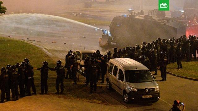 Для разгона протестующих в центре Минска применили водометы.Милиция и военные пытаются разогнать активистов оппозиции, собравшихся в центре Минска.Белоруссия, выборы, задержание, митинги и протесты.НТВ.Ru: новости, видео, программы телеканала НТВ