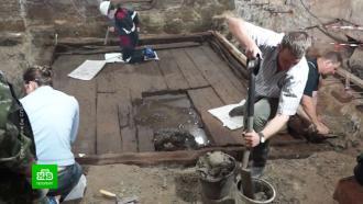 Петербургские археологи реставрируют уникальный холодильникXVIII века
