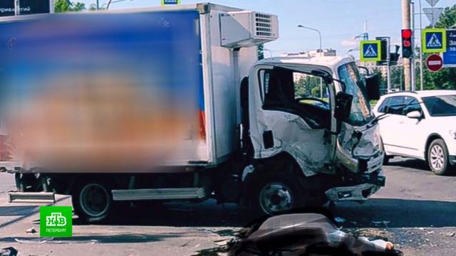 Водитель фургона спровоцировал смертельное ДТП вПетербурге