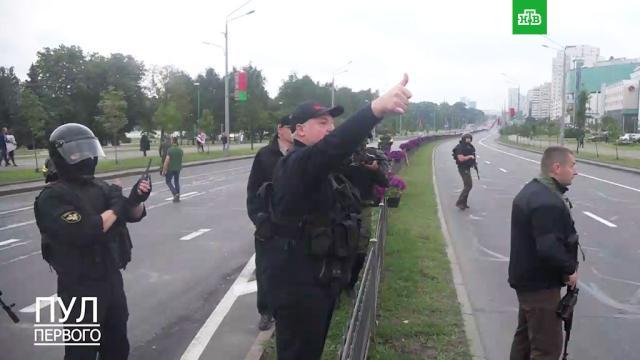 «Спасибо, вы красавцы!»: Лукашенко вышел ксиловикам вМинске.Белоруссия, Лукашенко, митинги и протесты, оппозиция.НТВ.Ru: новости, видео, программы телеканала НТВ