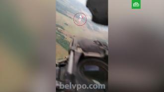 Белорусский вертолет подлетел кшарикам, выпущенным Литвой