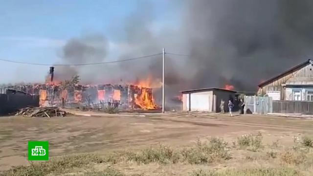 Пожар уничтожил более 30домов впоселке вОренбургской области.Оренбургская область, пожары.НТВ.Ru: новости, видео, программы телеканала НТВ