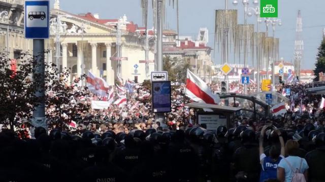 ВМинске начались стычки между протестующими исиловиками.Белоруссия, драки и избиения, задержание, митинги и протесты.НТВ.Ru: новости, видео, программы телеканала НТВ
