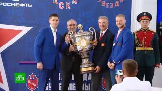 Хоккеистам ЦСКА вручили золотые медали икубок чемпионов России