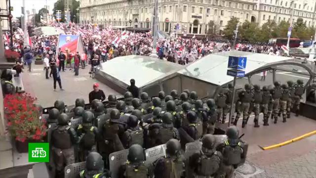 Толпа протестующих подошла крезиденции Лукашенко вМинске.Белоруссия, задержание, митинги и протесты, оппозиция.НТВ.Ru: новости, видео, программы телеканала НТВ