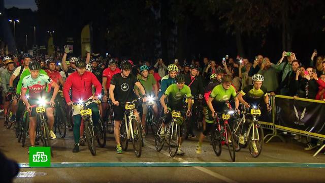 Более трех тысяч велогонщиков в Москве почувствовали себя участниками «Тур де Франс».Москва, Тур де Франс, велоспорт, спорт.НТВ.Ru: новости, видео, программы телеканала НТВ
