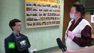 Андроид Юра развлекает избирателей на участке вПерми