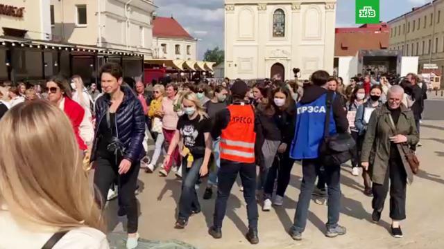 На женской акции протеста вМинске начались задержания.Белоруссия, задержание, митинги и протесты.НТВ.Ru: новости, видео, программы телеканала НТВ