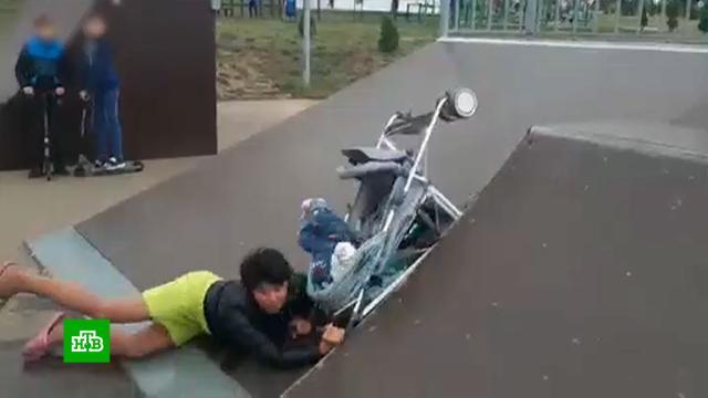 Пьяная мать выронила ребенка из коляски вТульской области.Тульская область, дети и подростки, жестокость, пьяные.НТВ.Ru: новости, видео, программы телеканала НТВ