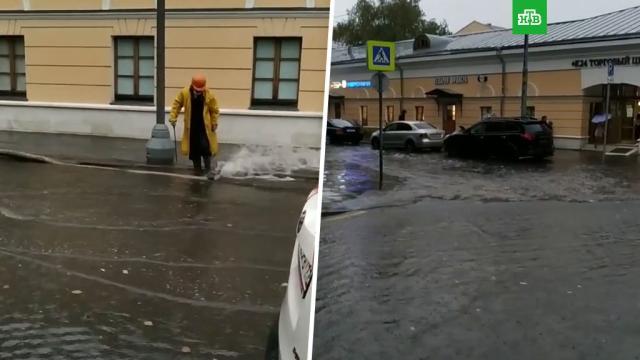 Несколько дорог иподземных переходов затоплены вМоскве.Москва, наводнения, погода, погодные аномалии.НТВ.Ru: новости, видео, программы телеканала НТВ