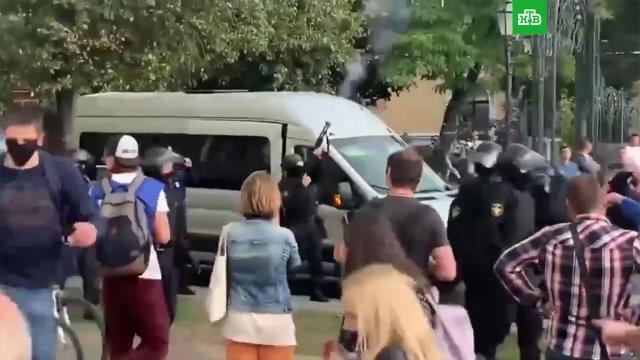 Милиция объяснила применение газа и стрельбу на акции протеста в Бресте.Белоруссия, митинги и протесты.НТВ.Ru: новости, видео, программы телеканала НТВ