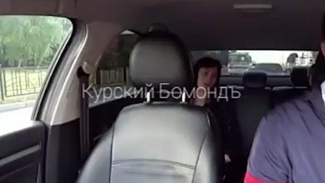 Полиция Курска нашла женщину, избившую сына в такси.Полиция установила личность жительницы Курска, которая пообещала «забить» своего сына прямо в такси.Курск, дети и подростки, драки и избиения, жестокость, оскорбления, семья, такси.НТВ.Ru: новости, видео, программы телеканала НТВ