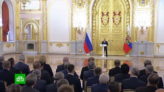 Увеличение выплат и индексация маткапитала: Путин поставил задачи перед сенаторами.Владимир Путин выступил перед сенаторами в день начала осенней сессии в Совете Федерации.Путин, пособия и субсидии.НТВ.Ru: новости, видео, программы телеканала НТВ