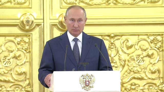 Встреча Путина с сенаторами.Владимир Путин в день открытия осенней сессии Совета Федерации принимает в Кремле сенаторов.НТВ.Ru: новости, видео, программы телеканала НТВ
