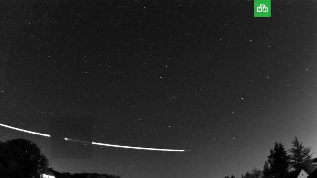 Земля «отфутболила» космический метеороид.Европейское космическое агентство показало видеоролик, на котором видно, как метеороид входит в атмосферу Земли и затем отскакивает обратно в космос.астрономия, космонавтика, космос, метеорит.НТВ.Ru: новости, видео, программы телеканала НТВ
