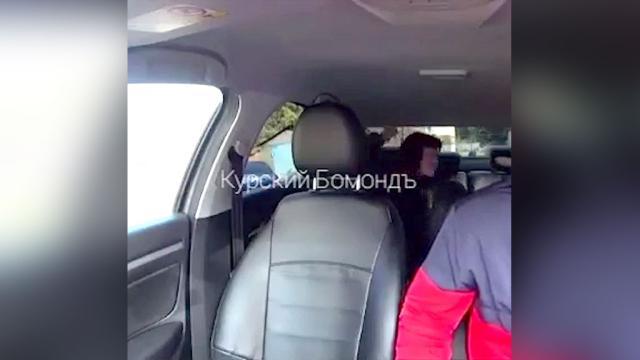 СК возбудил уголовное дело против женщины, избившей сына в такси.В Курске возбуждено уголовное дело в отношении женщины, которая издевалась над 11-летним сыном в такси.дети и подростки, драки и избиения, жестокость, Курск, оскорбления, семья, такси.НТВ.Ru: новости, видео, программы телеканала НТВ