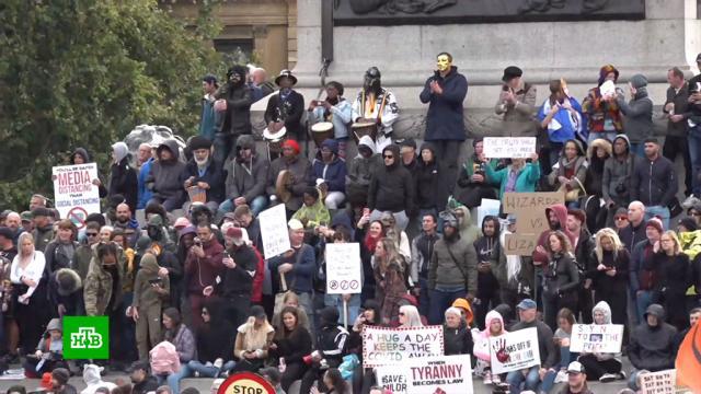 Считающие пандемию COVID-19 заговором британцы устроили протесты истычки сполицией.Великобритания, Лондон, болезни, здоровье, карантин, коронавирус, митинги и протесты.НТВ.Ru: новости, видео, программы телеканала НТВ