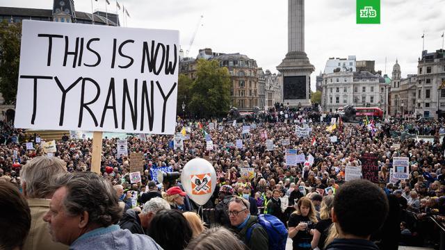 Считающие пандемию COVID-19 заговором британцы устроили протесты и стычки с полицией.Тысячи жителей британской столицы вышли на улицы, чтобы выступить против повторного карантина. Масштабная демонстрация закончилась столкновениями с полицией. Травмы получили несколько активистов и четверо сотрудников правоохранительных органов, 10 человек задержаны.Великобритания, Лондон, болезни, здоровье, карантин, коронавирус, митинги и протесты.НТВ.Ru: новости, видео, программы телеканала НТВ