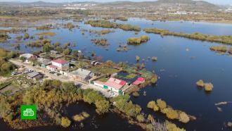 Впоселках Хабаровского края амурские волны плещутся на уровне окон