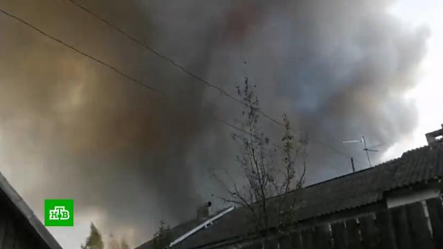 Осколки снарядов разлетаются на километры от горящего военного склада под Рязанью.Рязанская область, взрывы, пожары.НТВ.Ru: новости, видео, программы телеканала НТВ