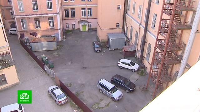 Как петербуржцы воюют с Минобороны из-за нелегального забора во дворе.ЖКХ, Минобороны РФ, Санкт-Петербург.НТВ.Ru: новости, видео, программы телеканала НТВ