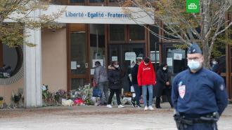 Убивший учителя во Франции имел статус беженца